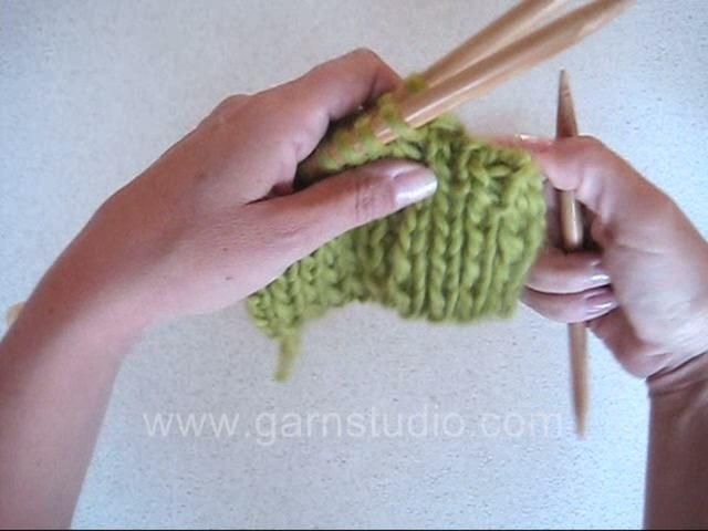 Knitted kitchener stitches by Garnstudio Drops design. Knit two parts together with an invisible seam. Video without audio.