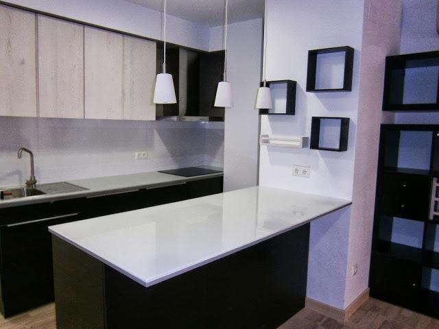 DIY - Glass top countertop ---IKEA Hackers: Glass top kitchen peninsula