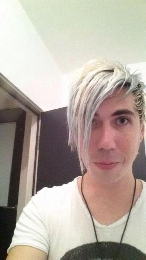 Josh ramsay omg he's so precious<<<<< if you keep doing that with your face i will punch you in the face.....with my face....becuse i love you