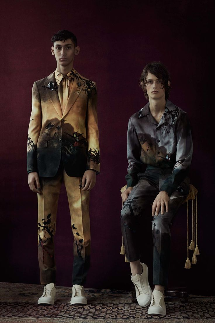 Catwalk photos and all the looks from Alexander McQueen Spring/Summer 2017 Menswear London Fashion Week