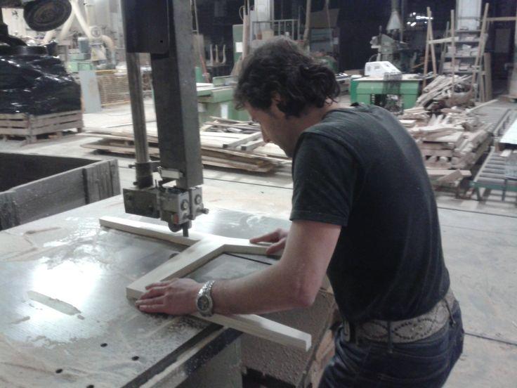 Fabricando el prototipo de la silla de diseño.