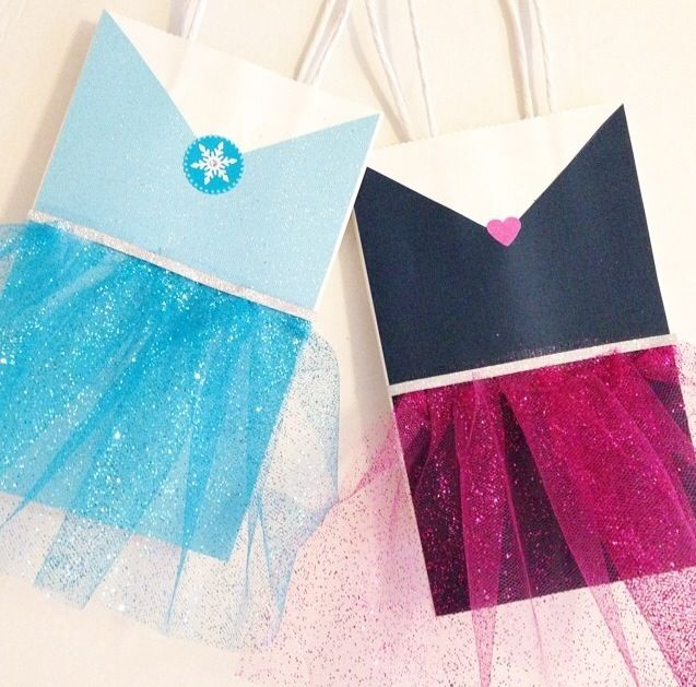 """""""Frozen""""  Movie Themed Birthday Party Favor Bags for Girls.  DIY gift bag craft or activity for girls to personalize.  Have them write their name & decorate it as their favorite movie character or Disney princess."""