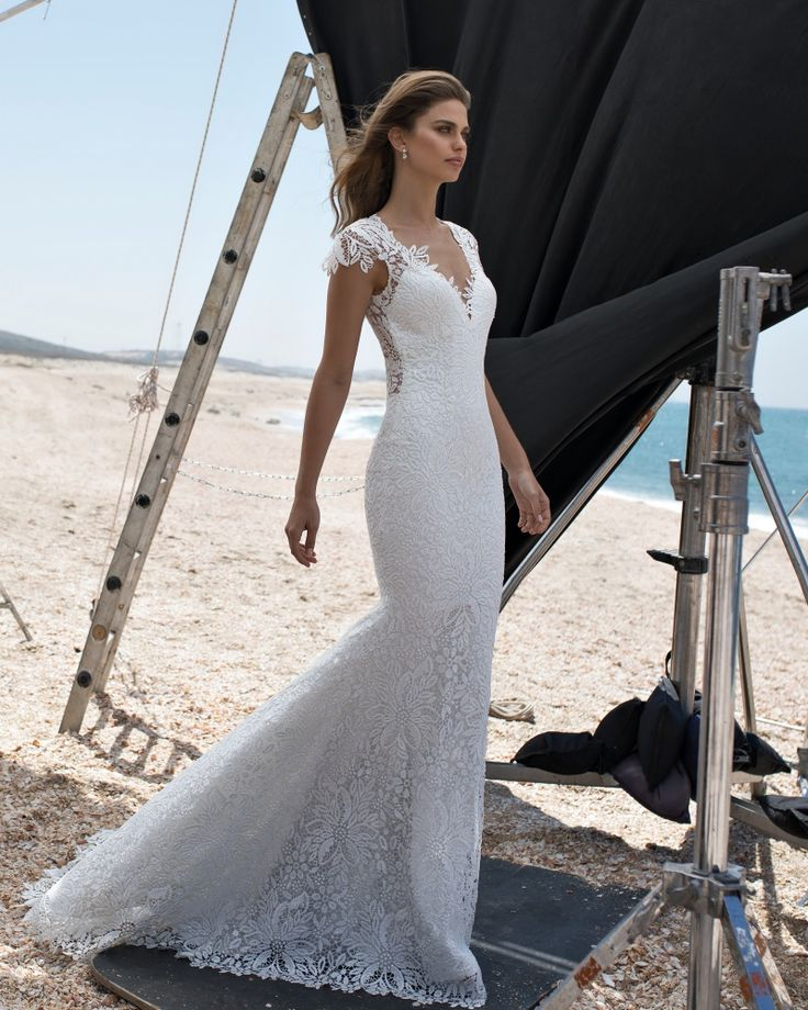 LOVE BY PNINA TORNAI | V-Neckline Mermaid Wedding Dress in Guipure Lace
