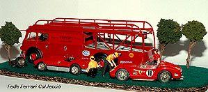 Camión de transporte de vehículos Fiat 642 RN2 Bartoletti de Old Cars a escala 1:43, usado por la Scuderia desde 1957 hasta 1967, junto a un Ferrari 250TR del 61 y un Ferrari D50 F-1 del 56, de Brumm y un 340MM Vignale de 1954 de Top Model, redecorado a versión Stradale