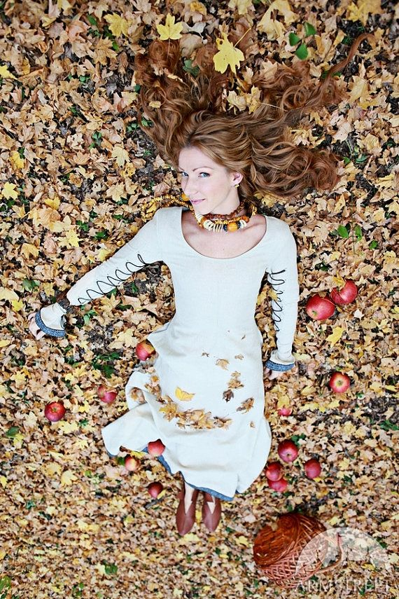 Classique robe de style médiéval avec laçage « Sunshine Janet »