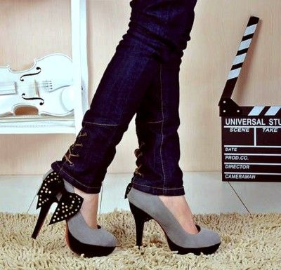 bow high heels: Cute Heels, Fashion Shoes, Bows Heels, Black Bows, Girls Fashion, High Heels, Girls Shoes, Grey Heels, Bows Shoes