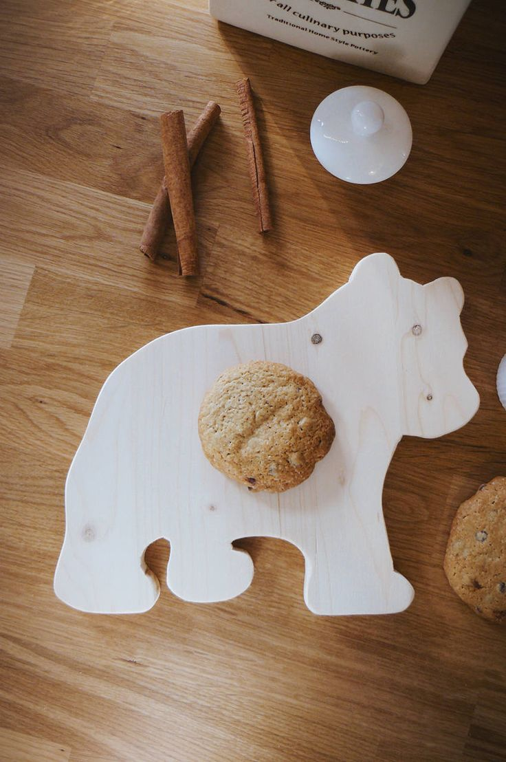 Handmade wooden baby bear cutting board, serving board, wooden chopping block, home decoration, kitchen decoration , gift, farmhouse decor by WoodiesByManna on Etsy