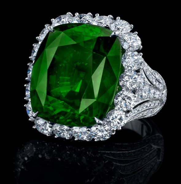 Important gem 13.20 ct green Colombian emerald, rare size and color. Styled wiht cushion facetting and mounted in diamond set platinum.