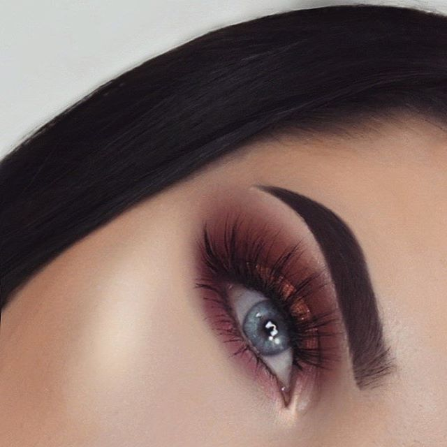 """Guess what's my favorite color atm ❤️ Brows: @anastasiabeverlyhills Dipbrow in ebony Eyes: @hudabeauty Rose Gold Palette Lashes: @southernbeaute__ """"Christie"""""""