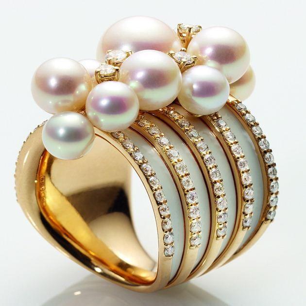 Bonbonniere Chantecler Gioielleria  AddThis Sharing Buttons Bonbonniere  Anello a fascia alta in oro rosa,ceramica bianca, diamanti, perle fwp bianche