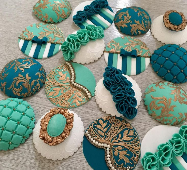 "2,116 mentions J'aime, 40 commentaires - Hina.Rasool (@hinarasool) sur Instagram : ""Love These cupcake toppers colours from a 1-1 class with the lovely suman  ❤️#teaching #cake…"""