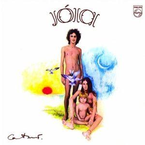 Dans la lignée de ses précédents albums, Caetano Veloso signe avec Jóia (1975) un excellent disque semi-acoustique et intimiste. Beaucoup de quiétude à l'image du superbe Qualquer Coisa paru la même année. L'album est porté par de très jolis titres tels...