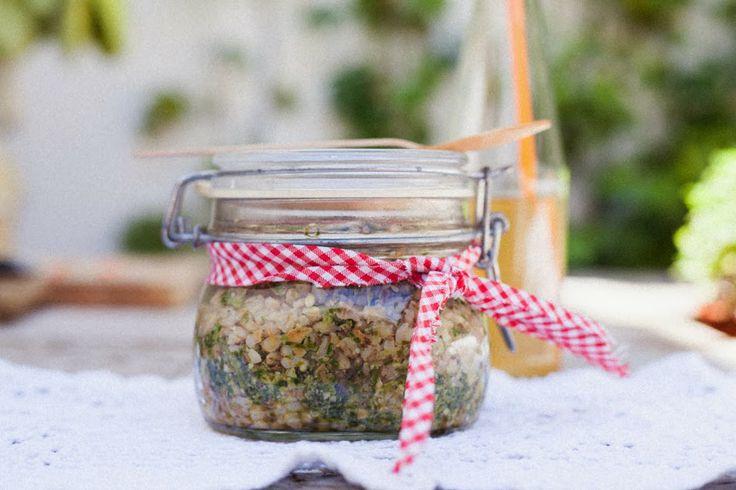Picnic de media estación: Ensalada templada de cebada con pesto vegan de hojas de zanahorias, almendras y tomillo | Picniquette Blog