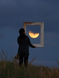 Frame the moon - amazing idea!