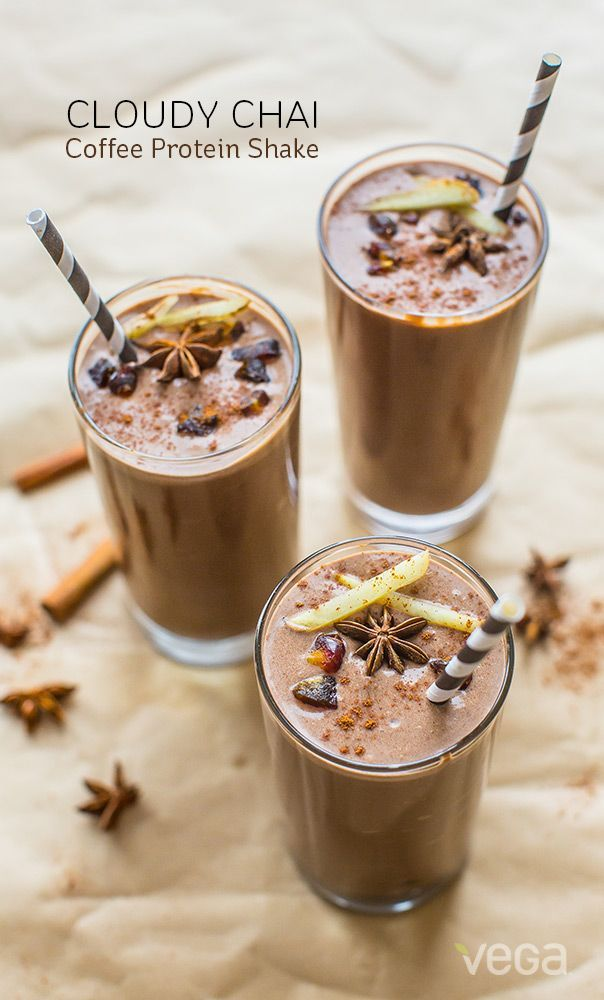 Cloudy Chai Coffee Protein Shake - Get your breakfast and caffeine fix in one go! #proteinshake #coffeeshake #healthybreakfast #easybreakfast #smoothierecipes