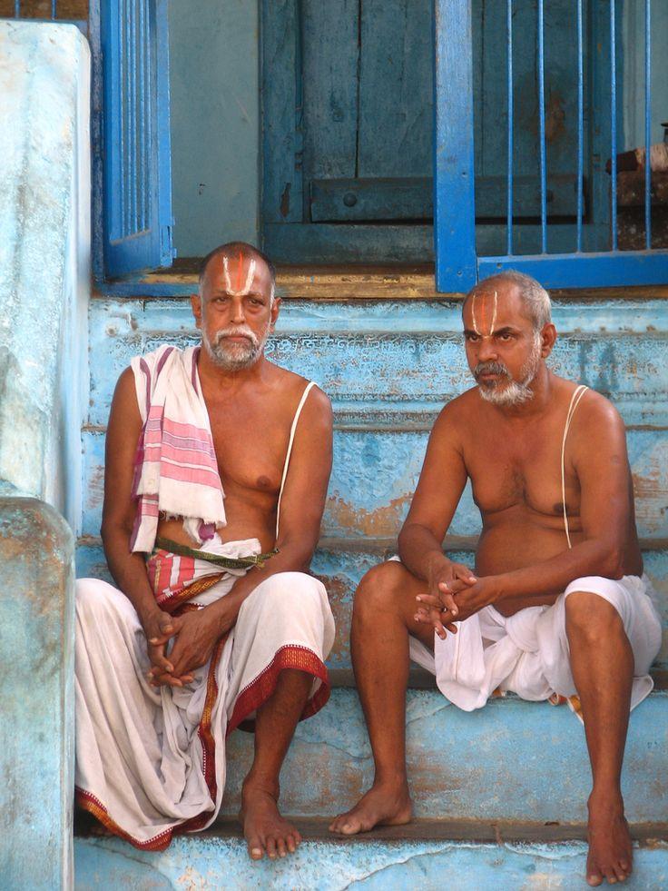 Le système des castes en Inde peut être décrit comme une hiérarchie sociale richement couches distinguer la structure sociale de l'Inde par une autre nation. Son histoire est complexe et multiforme.