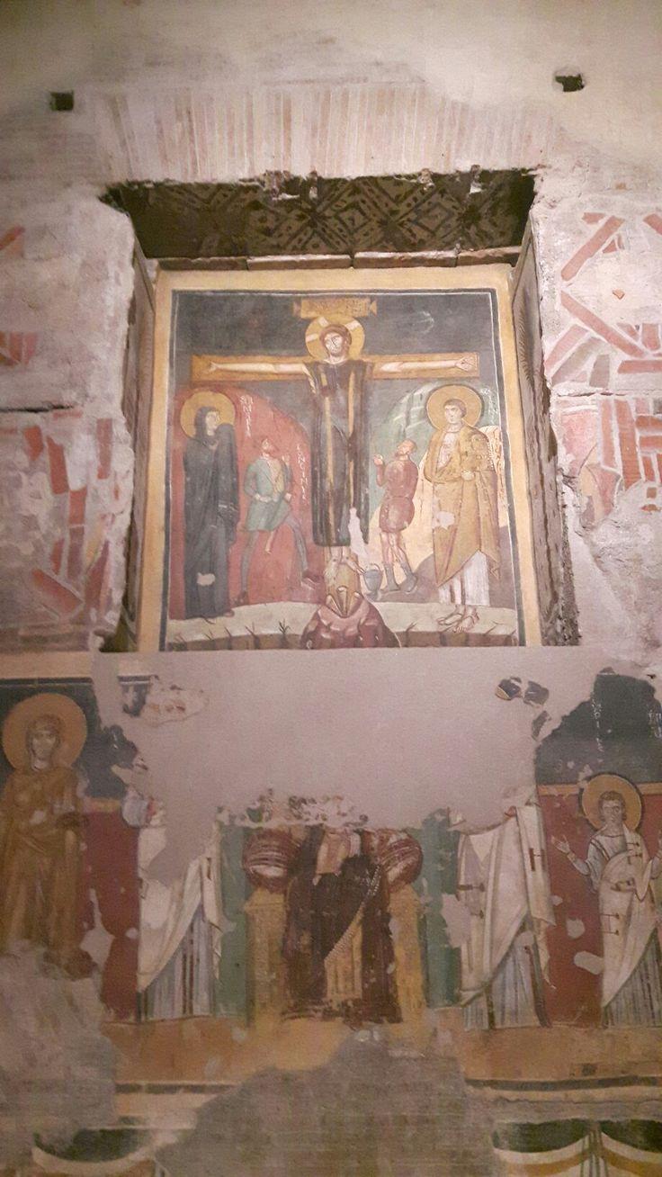 Santa Maria Antiqua.  Cappella del Primicerius Theodotos.  Crocefisso con colobium