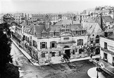 Vue générale de l'hôpital de la Pitié avant sa démolition en 1912. Paris rue Lacépède, vers 1900. Aujourd'hui rue Geoffroy-Saint-Hilaire et la Mosquée de Paris.