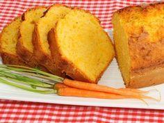 Bizcocho de zanahorias. Hacer con azúcar moreno y añadir una cucharadita de canela y media de jengibre en polvo.