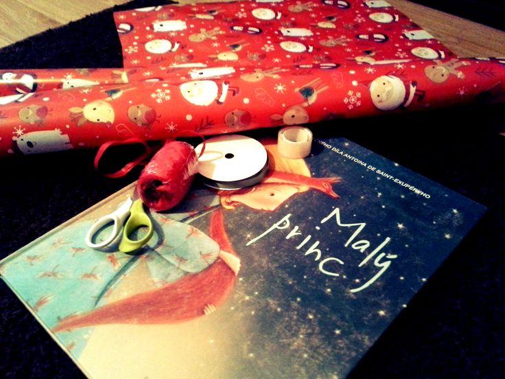 Ten nejkrásnější dárek, jaký jsem kdy balil/daroval. Kniha Malý princ od nakladatelství Naše vojsko s ilustracemi Manuela Adreani