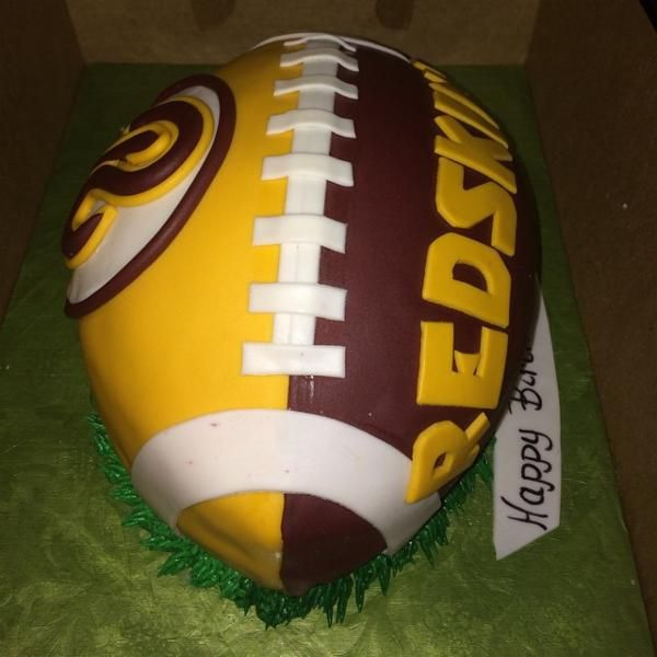 great looking Redskins birthday cake
