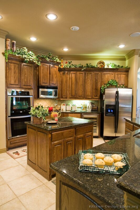 Traditional medium wood brown kitchen cabinets 08 for Kitchen ideas for medium kitchens