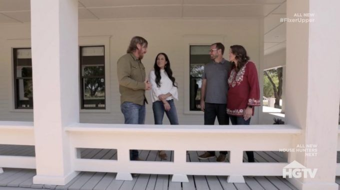 Fixer Upper Recap Season 5 Episode 16 From City Life In Pakistan To A Farmhouse In Waco Fixer Upper Home Design Plans Farmhouse Design