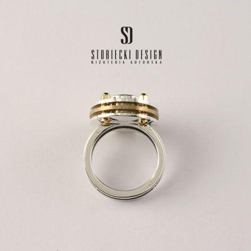 STOBIECKIDESIGN - TRIPLETTE - pierścionek srebrno-mosiężny z cyrkonią w kolorze limonki