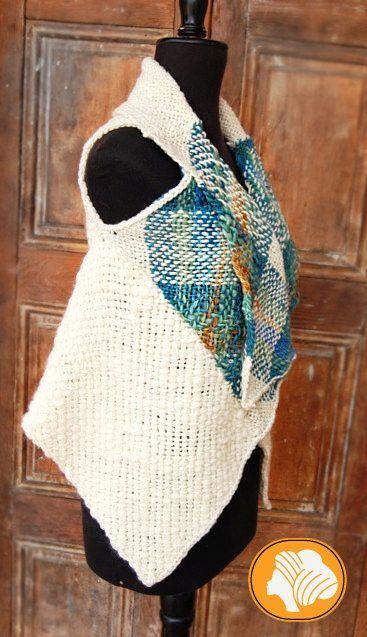 Poncho envolvente turquesa jaspeado incluye broche por Ullvuna