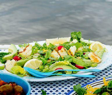 Recept: Honungsstekt halloumi och citronslungade bönor