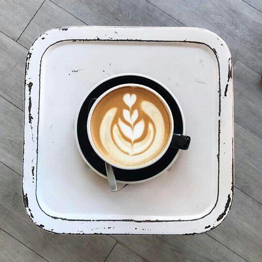 Algunos se enfocarán en el plato y sus defectos otros celebrarán el arte en el café. Tú en que en te enfocas en tus debilidades o en tus fortalezas? .  #publicidad #eventos #cafe #chocolate #cacao #asesoria #negocios #coaching #alimentacion #belleza #nutricion #consultoria  #empleos #moda #turismo #ciudad #tiendas #comercio #empresa #campaña #amorporlopropio #ciudad #fundaciones #maracay . . . . . . #comunidad @coffeeprops #fotografia @dorothymay_