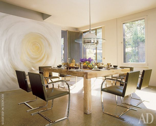 Вокруг деревянного обеденного стола— стулья Brno, дизайнер Людвиг Мис ван дер Роэ, Knoll.