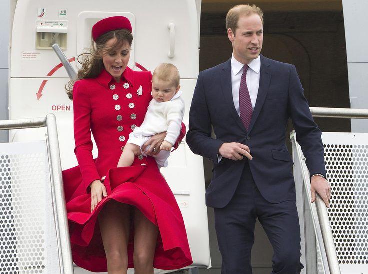 Οι δημοσιογράφοι που συνοδεύουν τον δούκα Γουίλλιαμ, τη δούκισσα Κέιτ και τον πρίγκιπα Τζορτζ στην περιοδεία τους στη Νέα Ζηλανδία είναι σίγουροι ότι ένα δεύτερο μωρό του ζεύγους βρίσκεται καθ' οδόν.