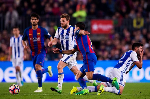 Luis Suarez (C) of FC Barcelona fights for the ball with Asier Illarramendi (L) and Raul Navas (R) of Real Sociedad de Futbol during the La Liga match between FC Barcelona and Real Sociedad de Futbol at Camp Nou stadium on April 15, 2017 in Barcelona, Catalonia.