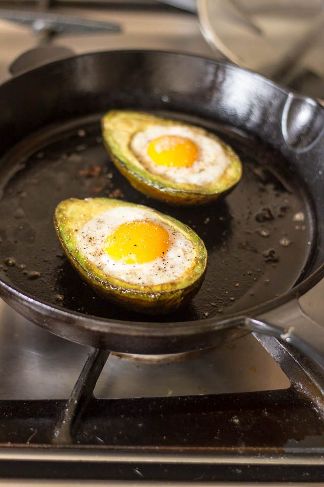 Eggs in Avocado Boat | thehealthyfoodie.com