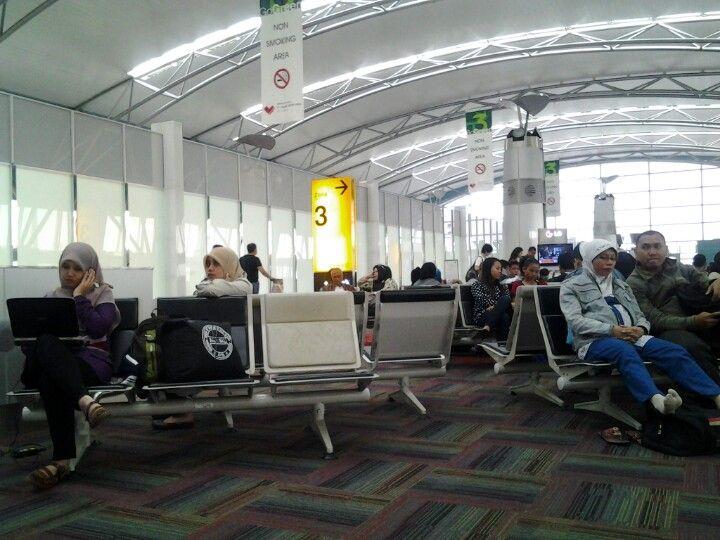 Soekarno-Hatta International Airport (CGK) di Jakarta, DKI Jakarta, Banten 085232545363 Telkomsel, Partisi Ruangan Tamu Minimalis Rotan