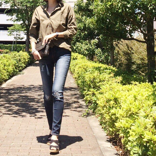 #今日のコーデ ・ とてもいい天気でした♡ ランチとネイルチェンジして来ました(^^) ・ #ビッグシャツ…#titivate #titivatestyle デニム…#しまむら サンダル…#gaimo ・ #楽天お買い物部 #kaumo_fashion #kurashiru #kaumo #ponte_fashion #locari #mamagirl #mamafashion #outfit #ootd #hotmamatown #ママファッション #ママコーデ #プチプラ#プチプラコーデ #プチプラファッション #今日の服