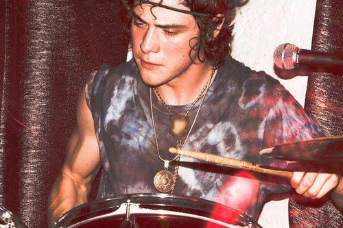 Andrew Van Wyngarden. That Arm <3