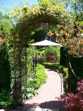 The garden in Tennessee that Vicki left behind--click through to see more!