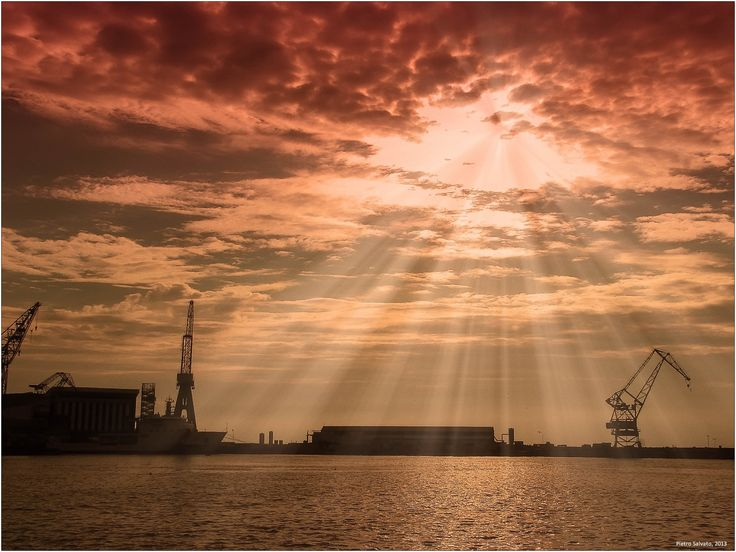 "pietroesse:  Il Tramonto ""rosso"" dei Cantieri navali Canon PowerShot S2 IS, 1/2000sec, f/ 8,0, 50mm, ISO 100"