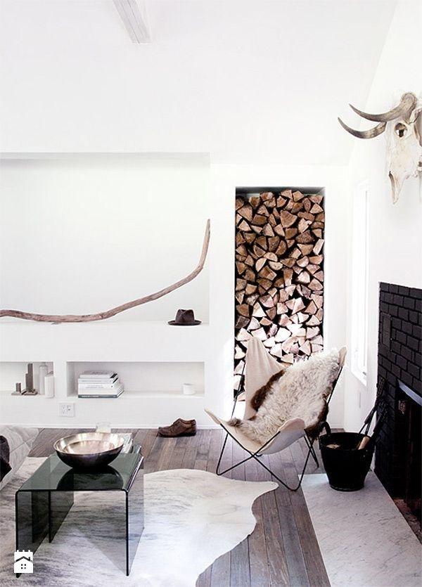 Drewno opałowe jako element dekoracji - zdjęcie od cleo-inspire