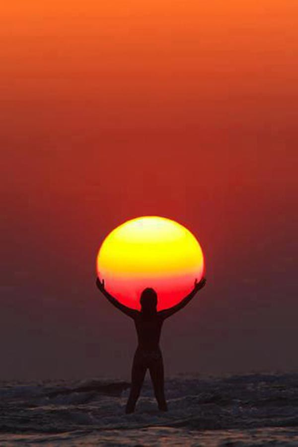 woman holding sun on a standup paddle board http://standupjournal.com/33-white-hot-standup-paddling-sunset-photos/7/