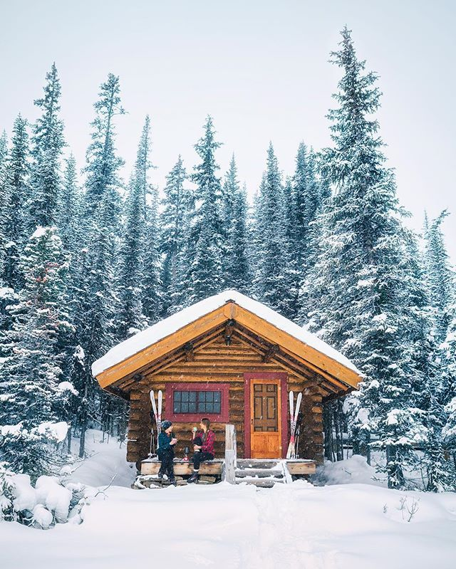 A cozy cabin, fresh snow, and good company  I think we all could use more of that combination in our lives  - ❄️❄️❄️❄️ with @vagabondhearts and @msrdegraaf #YohoNationalPark #BC #Canada