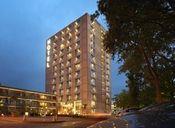Van der Valk Hotel Eindhoven  Description: Aan de rand van de grootste stad van het zuiden en het natuurgebied de Kempen kunt u Hotel Eindhoven niet missen. Met een compleet recreatiecentrum is het dé gelegenheid voor meerdaagse meetings of zomaar een weekend uit. Op loopafstand vindt u de fraaie baan van golfclub 'De Tongelreep'.Overige informatie- Het hotel beschikt over een 24-uurs receptie.- Op aanvraag kan een extra bed op de kamer worden geplaatst voor ?12 per nacht. - Het hotel…