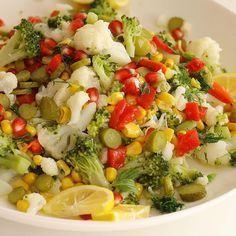 Vitamin deposu olan bir salata tarifi. Malzemeler: Karnabahar ve brokoli dilediğiniz miktarda 1 kutu konserve mısır 5,6 közlenmiş kırmızı biber, Turşu Nar Dereotu 3,4 diş sarımsak Zeytinyağı 1 limon Tuz Ve isterseniz nar ekşisi Yapılışı; Brokoli ve karnabahar ı minik parçalara bölün. Buharda yada suda haşlayın. Diğer malzemeleride dograyıp ilave edin. Zeytinyağı limon sarımsak …