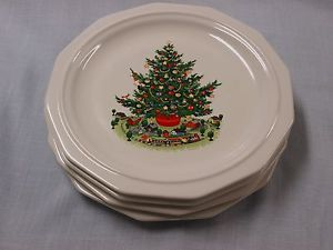 Pfaltzgraff Christmas Heritage dinner plates without the green border & 12 best Pfaltzgraff Christmas Heritage images on Pinterest ...