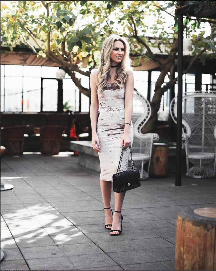 Velvet is making a huge comeback, and we're in LOVE!  #fashion #OOTD #outfitoftheday #velvet #velvetdress #chic