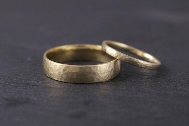 Eheringe Gelbgold 585 Gehammert Gold Trauringe Gerundet Oval Etsy Ehering Eheringe Gold Ehering Vintage