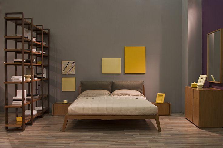 Μοντέρνο κρεβάτι από μασίφ ξύλο δρυός