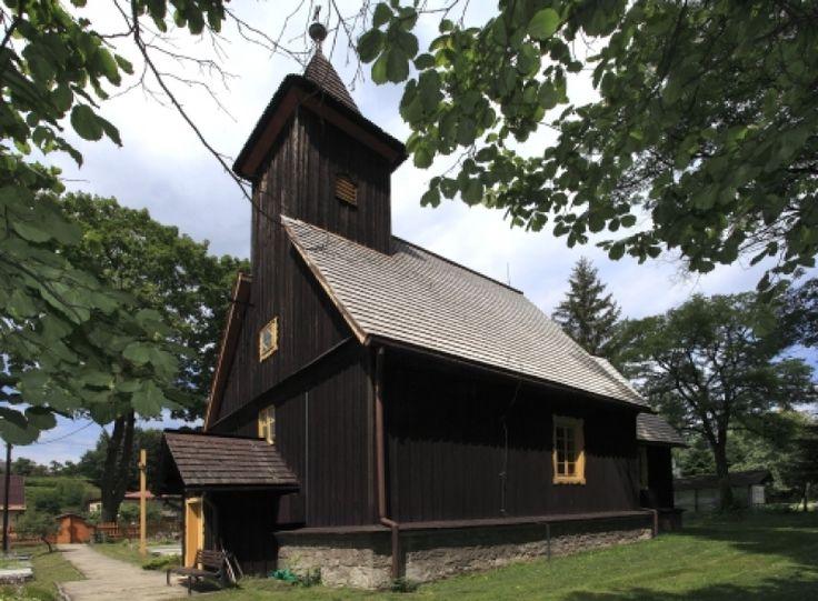 Nýdek, k. sv. Mikuláše, místními evangelíy postaven 1576, tehdy Nýdek součástí panství rodiny Čelů (?; kníže Václav Adam v pol. 16. st. přestoupil k protestantismu), 1654 přešel pod kat. farnost, dnes patří oběma církvím.